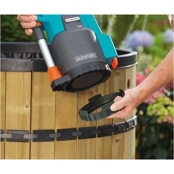 Pompe immerg e pour r cup rateur d 39 eau de pluie gardena for Pompe a eau pour recuperateur eau de pluie